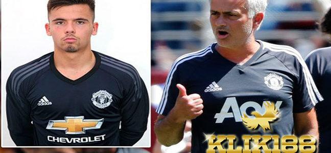 Manchester United Resmi Rampungkan Transfer Kiper 18 Tahun