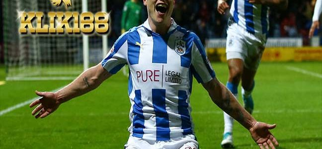 Striker Legendaris Arsenal Puji Performa Apik Aaron Mooy